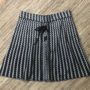 Candie's women's black and white sweater skirt